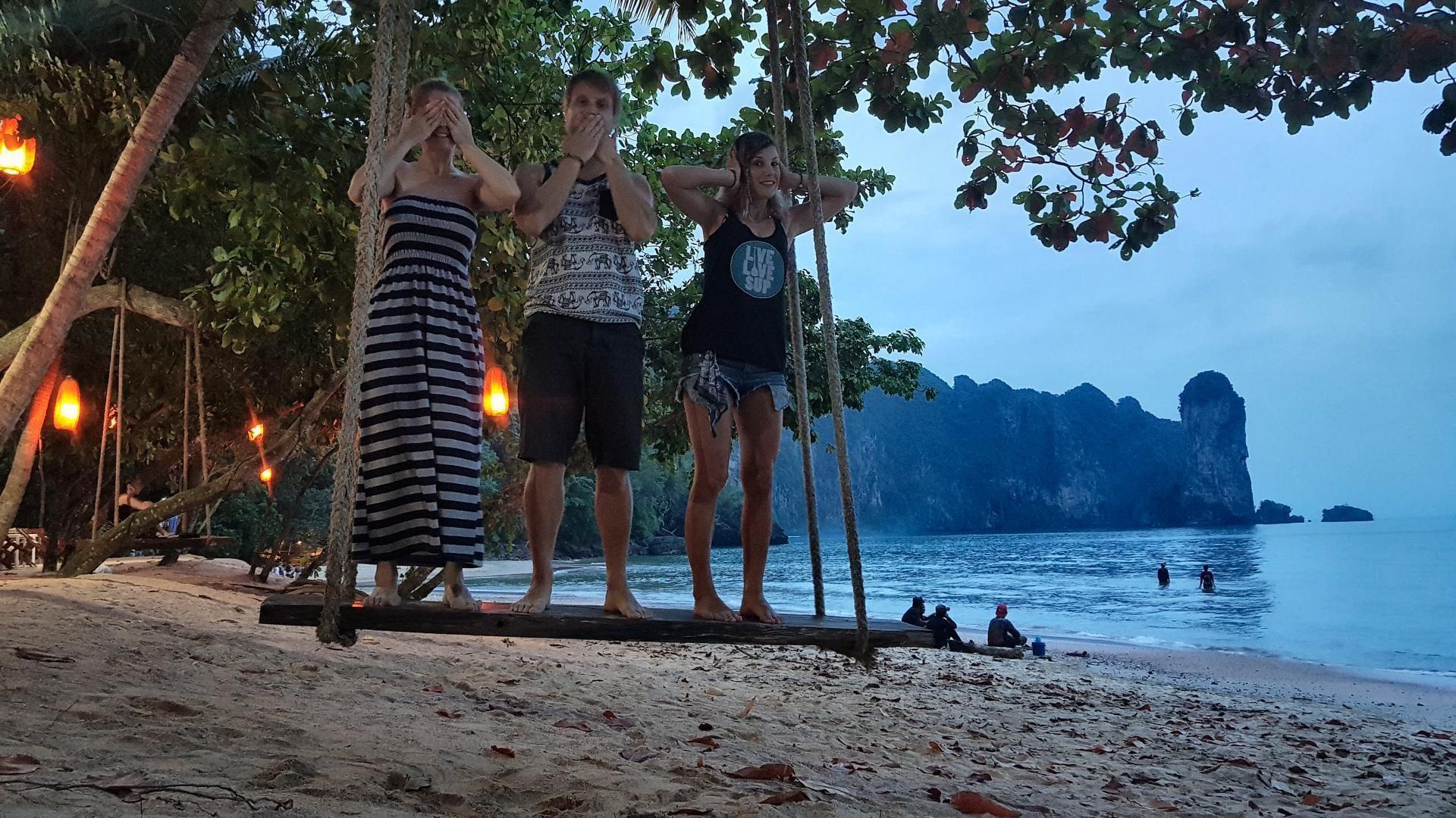 Tri opice na plaži