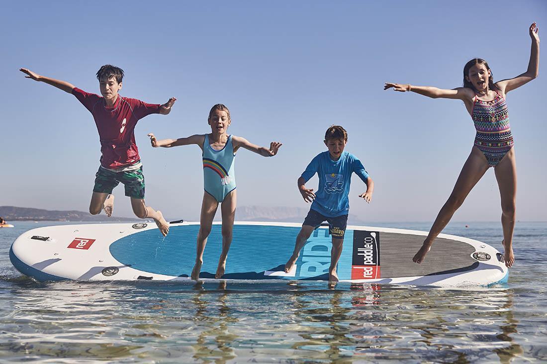 Najhitreje in najelegantneje se boš otresel/a strahu, če kar sam/a skočiš v vodo.