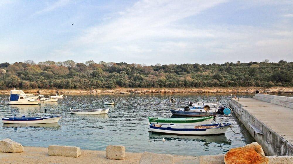 Kljub temu, da si bliže obali, ne supaj med plavalci ali med privezanimi jahtami ali čolni.