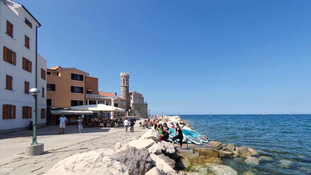 Uživaj na sup izletu in poišči kakšno fino restavracijo ali ali drugo zanimivost ob morju.