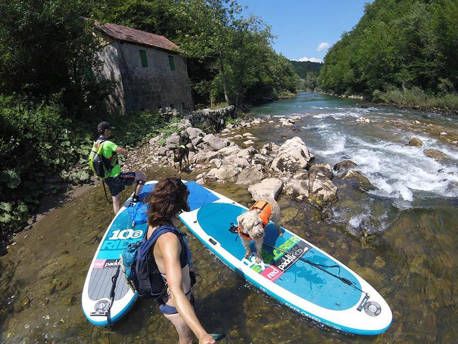 V Sloveniji je za plovbo primernih več rek (npr.: Drava, Soča, Kolpa, Mura), ampak samo na določenih delih.