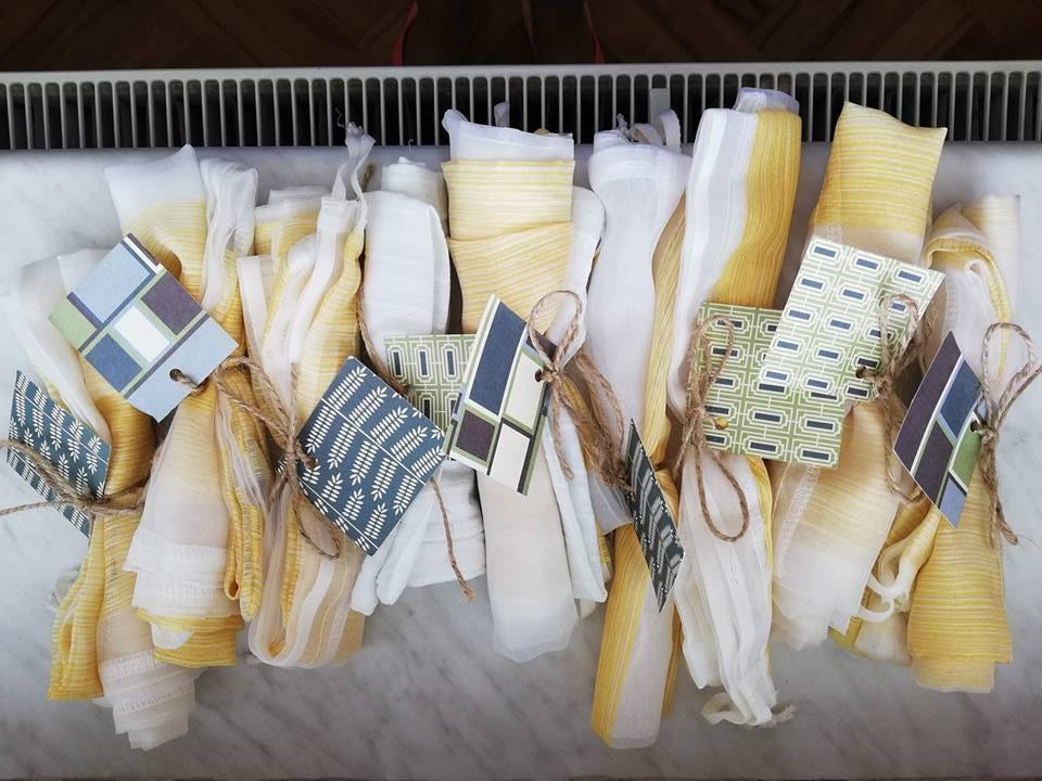 Vrečke za sanje in zelenjavo iz starih zaves, ki jih je sešila Bananaway inštruktorica Suzana