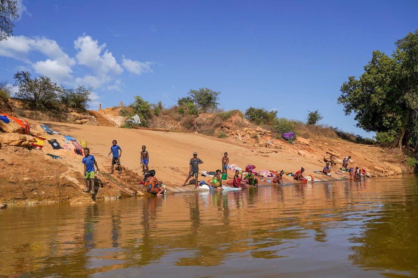 Življenje ob reki Tsiribihinja