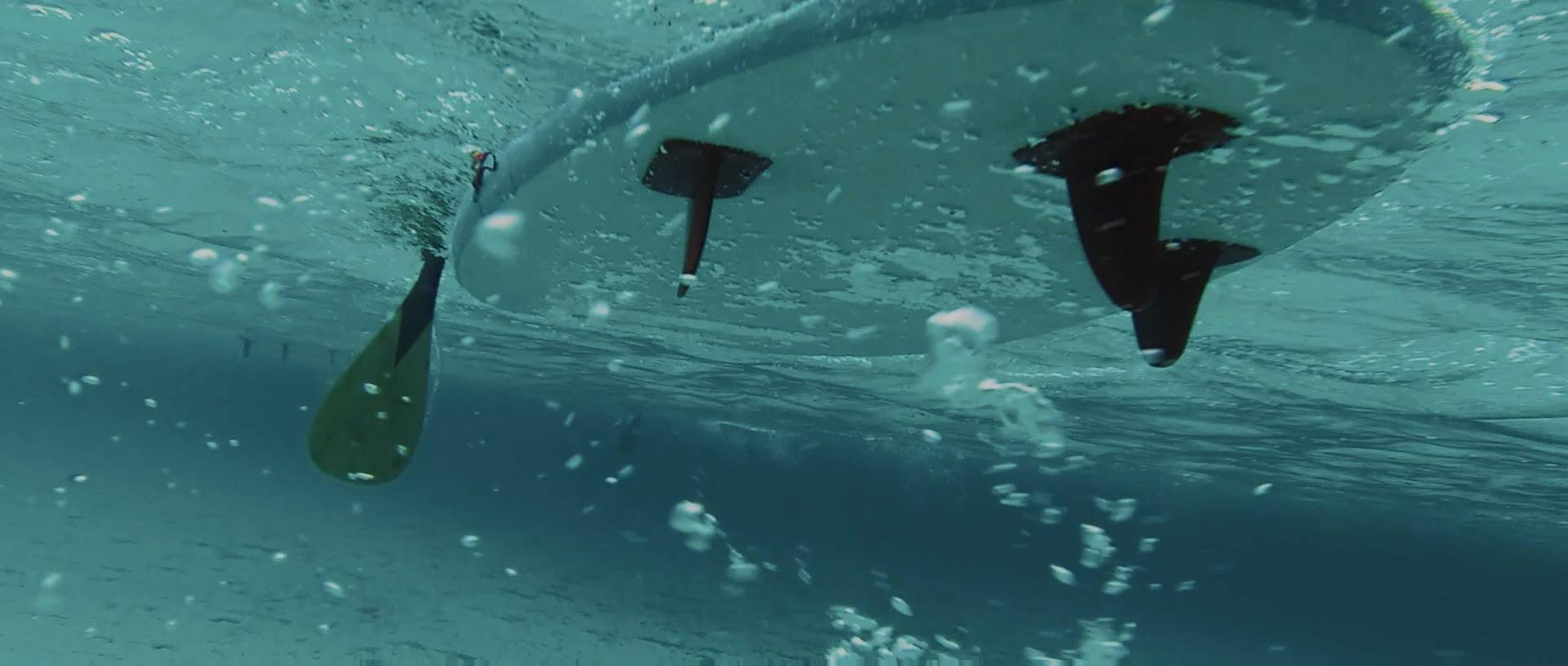Nasvet za bolj pravilno veslanje na supu - potisni veslo bolj proti tlom.