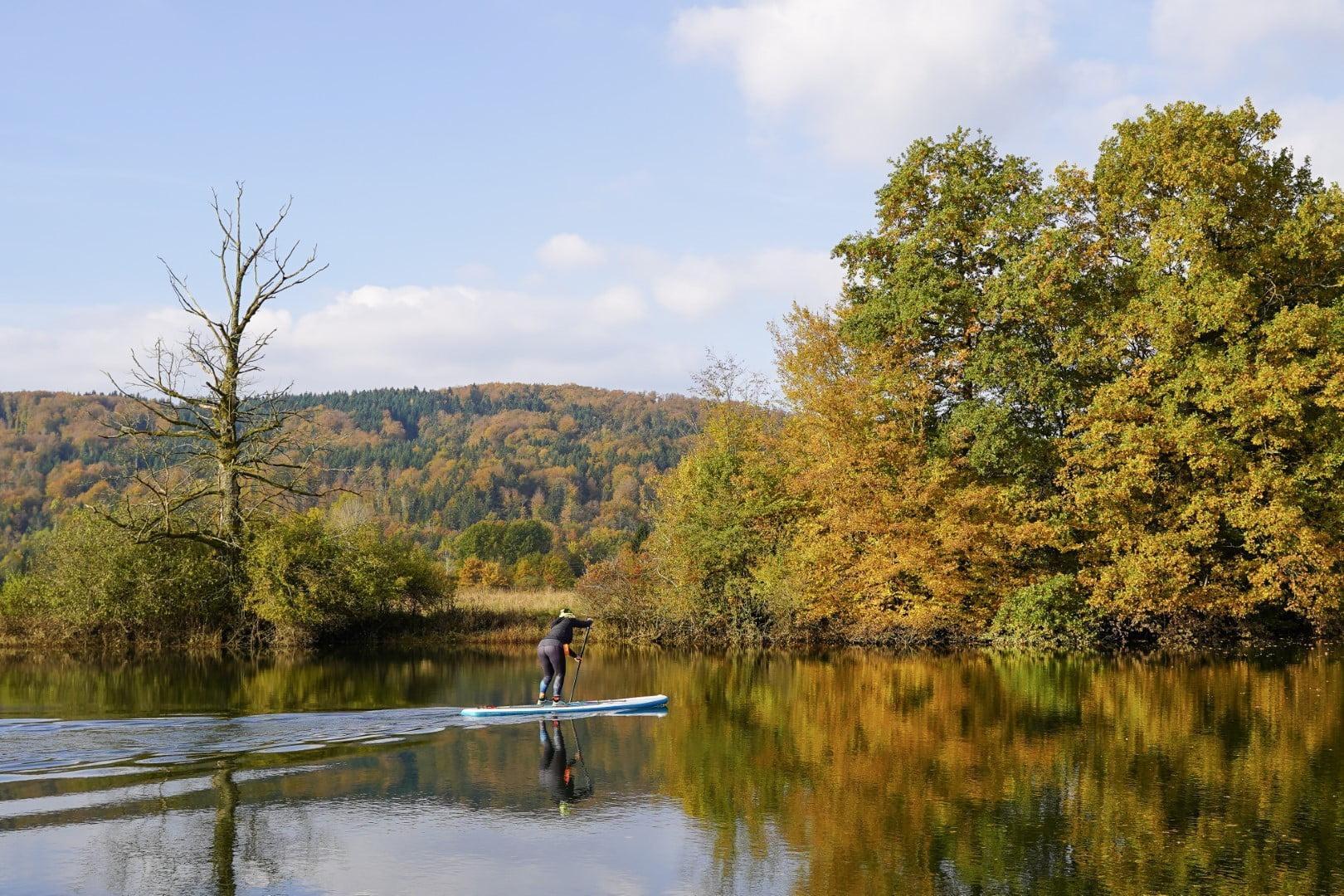 Suparka se rekreira v naravnem parku, na odprtem zraku, kar je z epidemiološkega vidika precej bolje kot telovaditi v zaprtem prostoru