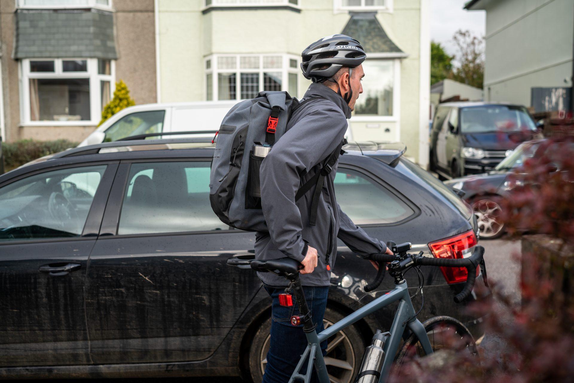 Moški na kolesu z vodoodpornim nahrvtnikom Red Oroginal 30L